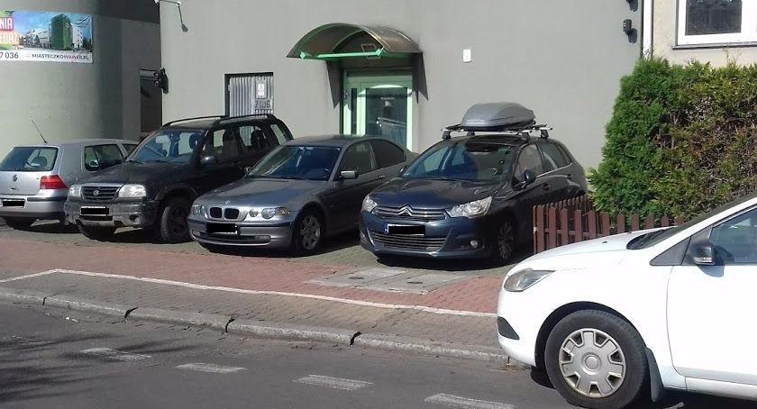 parkowanie, Bezpłatny parking płatnej strefie - zdjęcie, fotografia