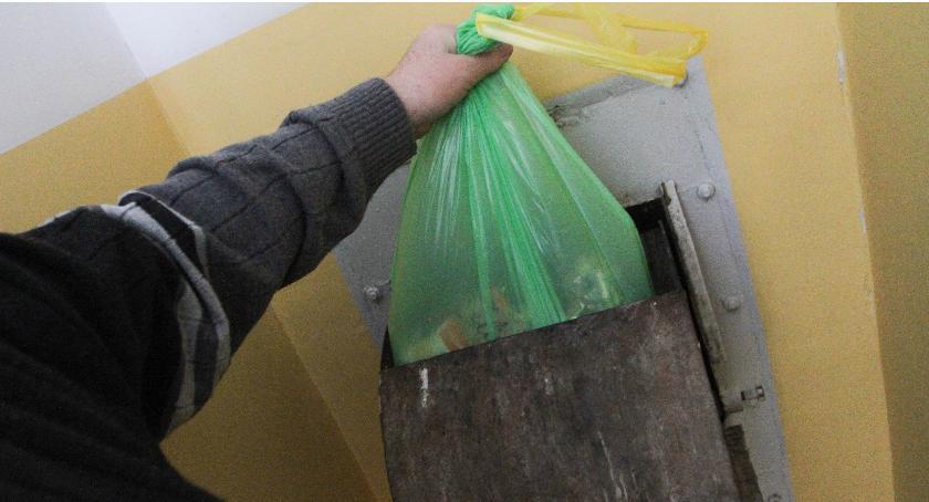 Mieszkalnictwo, śmieci koszmar - zdjęcie, fotografia
