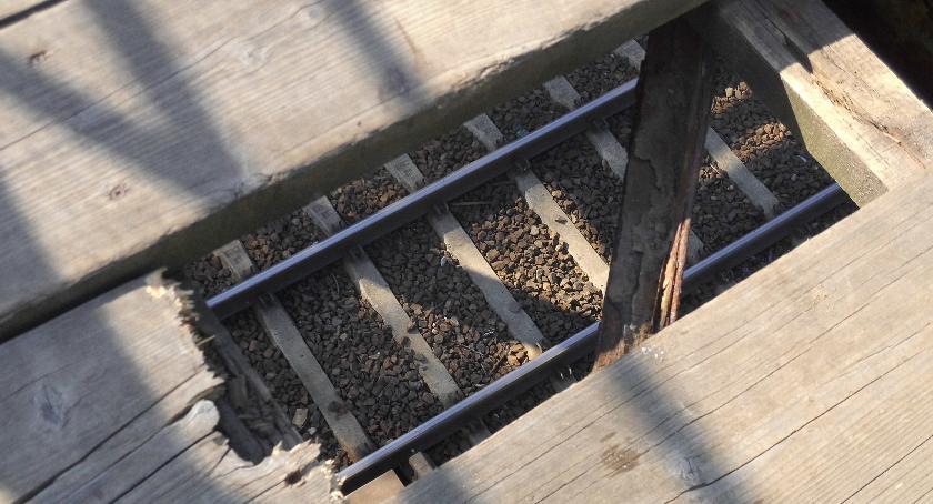 Bezpieczeństwo, Kładka koniec chowania głowy piasek - zdjęcie, fotografia