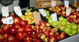 Ogórki w górę, jabłka bardzo tanie