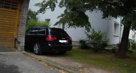 Parkowanie przy ulicy Majewskiego.